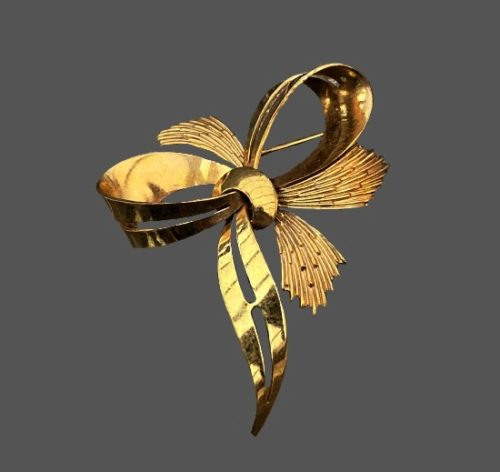 Bow brooch. Gold plated