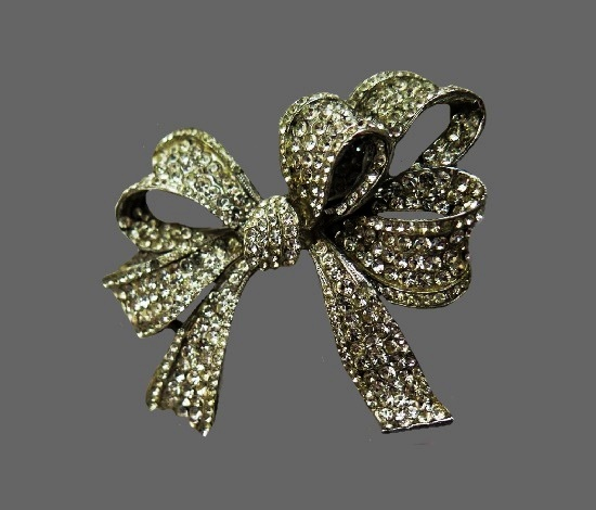 Bow brooch. Metal alloy, pave rhinestones