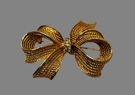 Bow brooch. Textured gold tone metal, rhinestones