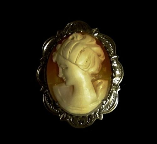 Cameo brooch. Carved shell, sterling silver. 1920s