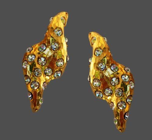 Clear rhinestones gold tone clip on earrings. 1980s