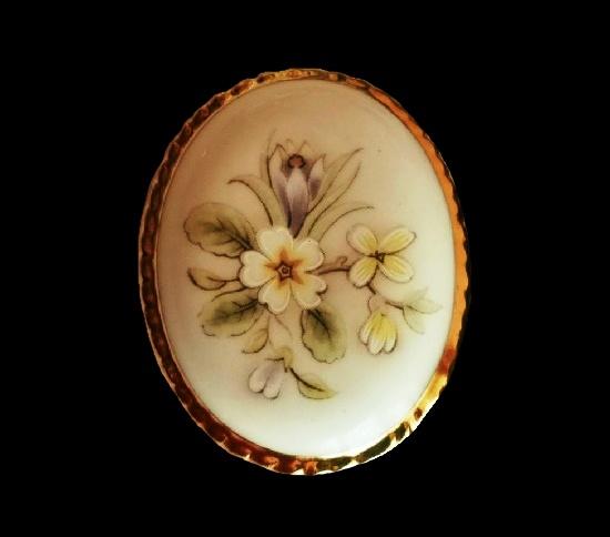 Crocus brooch. Porcelain, gold tone alloy. 5 cm.1970s
