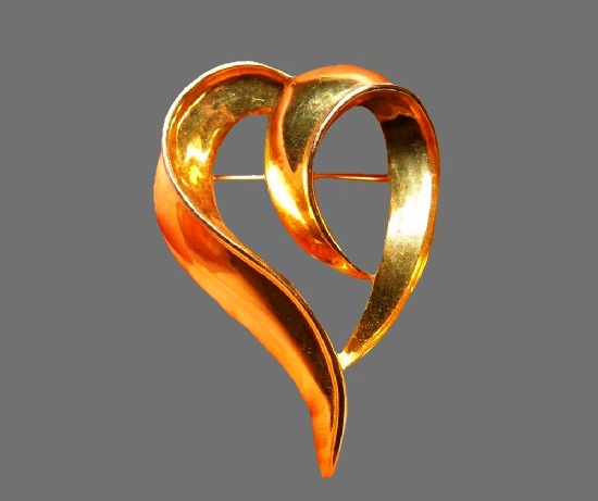Curled heart Gold Tone Metal brooch