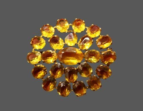 Daisy flower brooch. Yellow art glass. 5 cm. 1930s