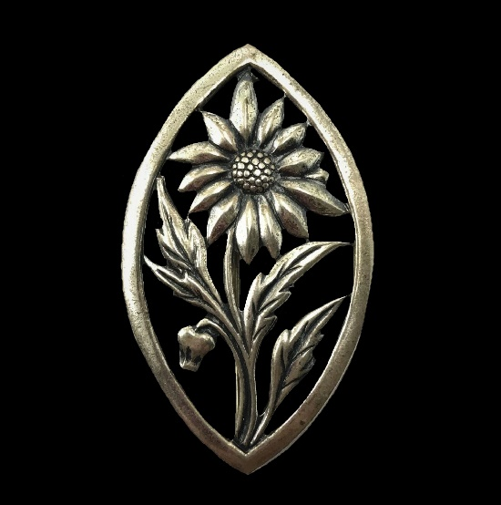 Daisy flower sterling silver brooch. 1940s