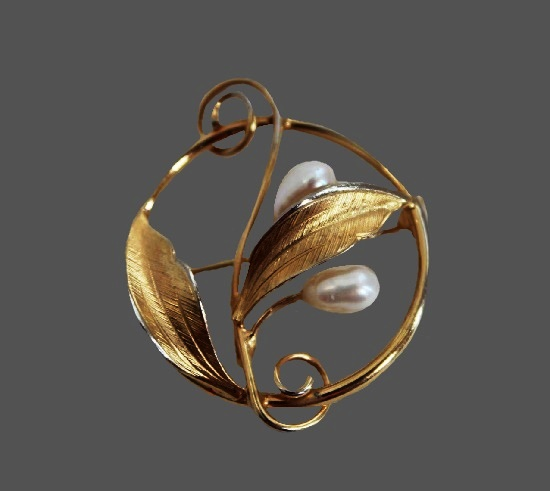 Double leaf fower brooch by IPS Imperial Pearl Syndicate. 12k Gold Filled, cultured pearls