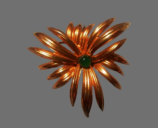 Emerald color glass cabochon gold tone flower brooch. 1963