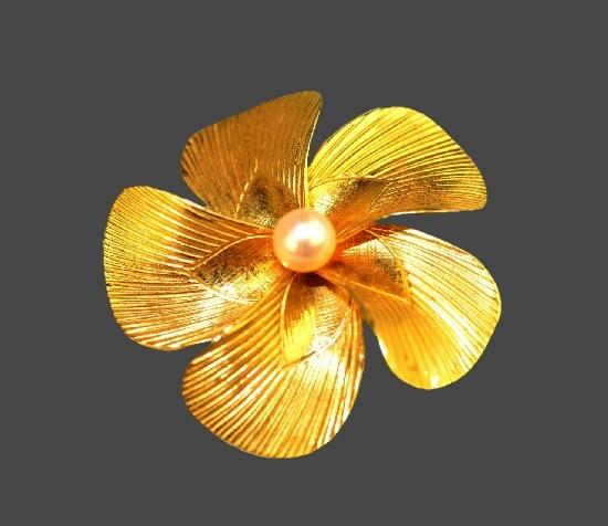 Five-petal flower brooch. 12 K gold filled, pearl