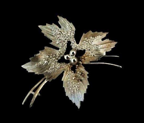 Floral design sterling silver brooch