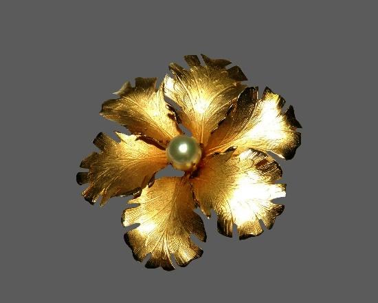Flower brooch. 12 K gold filled, pearl