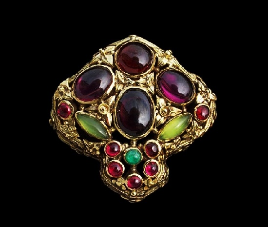 Gem set gold brooch