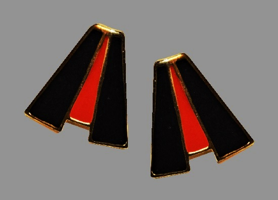 Geometric design black red enamel gold tone earrings