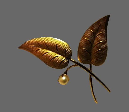 Gold filled leaves faux pearl brooch