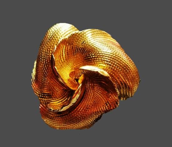 flower brooch. 4.4 cm. 1960s