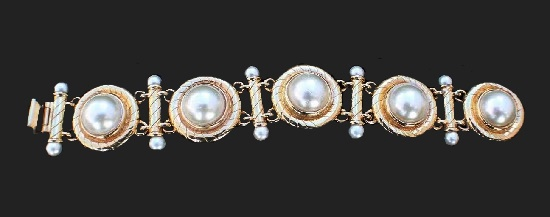 Gold tone metal alloy faux pearls bracelet