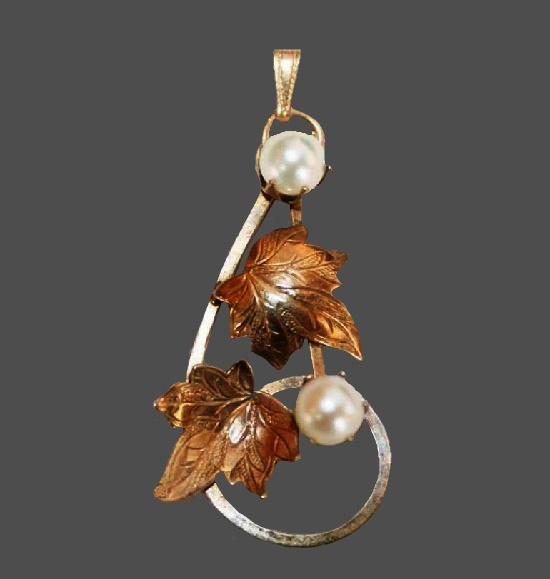Grape leaves cultured pearl gold filled pendant