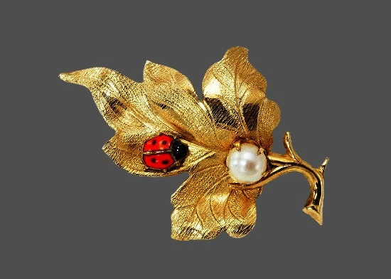 Ladybug on leaf brooch. 12 K gold filled metal alloy, enamel, faux pearl