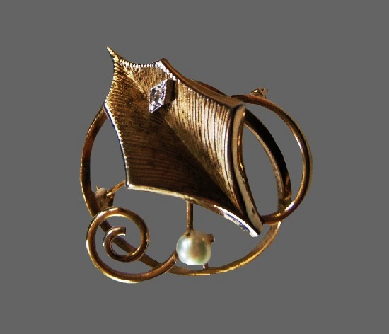 Leaf in circle gold filled pearl brooch