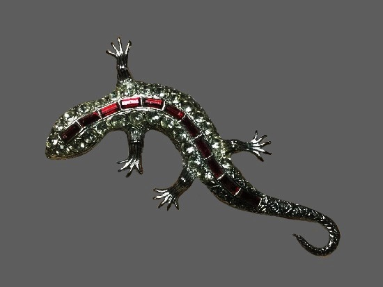 Lizard brooch. Silver tone, clear rhinestones, ruby color bar crystals