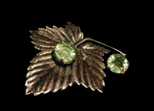 Maple leaf sterling silver green stone brooch