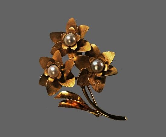 Narcissus flower brooch. 12 K gold filled, pearl. 1970s