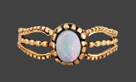 Opal stone 14 K gold ring