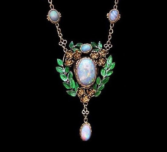 Opals, aquamarine, gold necklace. Circa 1906