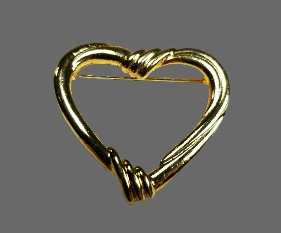 Open heart gold tone pin