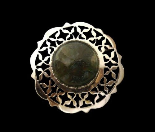 Ornamental round shaped sterling silver agate brooch