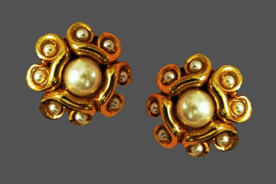 Pearl gold tone clip on earrings. 1980s