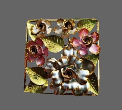 Rose bush rectangular shaped brooch. 4.5 cm. 1930s