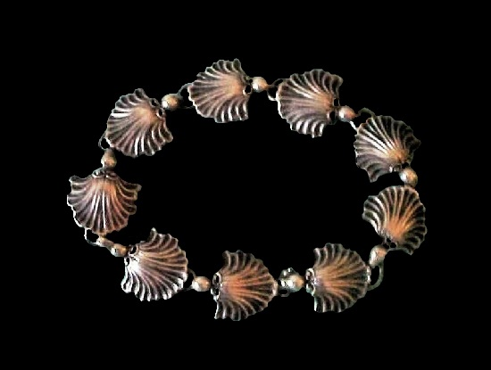 Scallop shell design sterling silver bracelet. 1940s