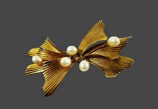 Scored bow 12 K gold filled pearl brooch