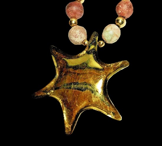 Starfish gold tone plastic beads necklace, 1999