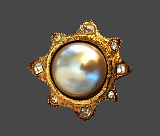 Sunburst brooch. Gold tone, faux pearl, rhinestones. 1980s