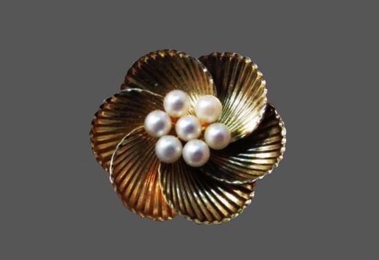 Textured 12 K gold filled cultural pearl floral design brooch