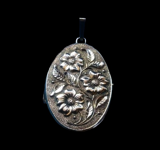 Victorian flower design rolled gold locket. Early 1900s
