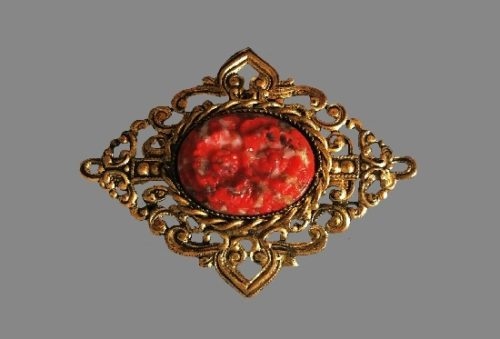 Victorian style brass carved red plastic brooch. 5 cm. 1970s
