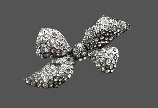 Vintage silver tone signed CZECHO Bow C Clasp Brooch