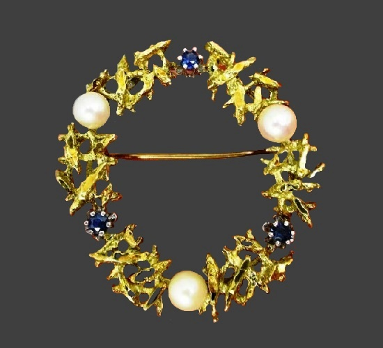 Wreath brooch pin. Pearls, sapphires, gold. 1960s