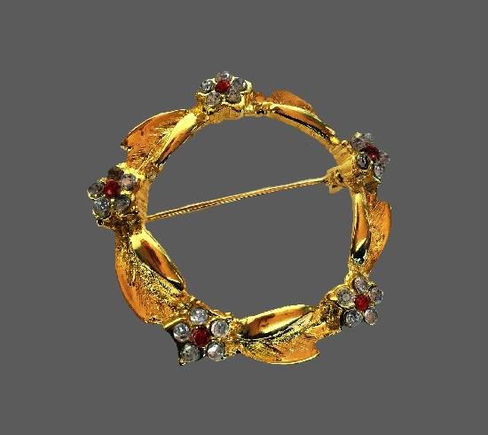 Wreath brooch. Gold tone, rhinestones. 3.5 cm. 1970s