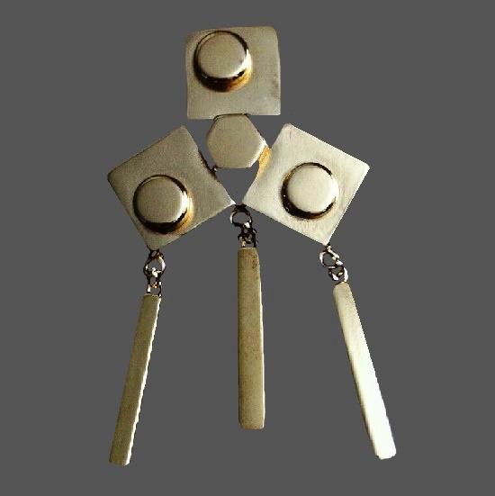 Art Deco silver tone dangling brooch. 8 cm
