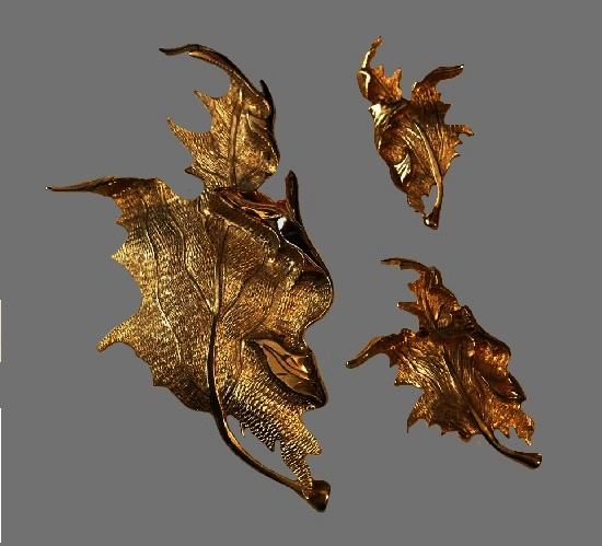 Autumn leaf brooch and clip on earrings. Gold tone textured metal. 1960s