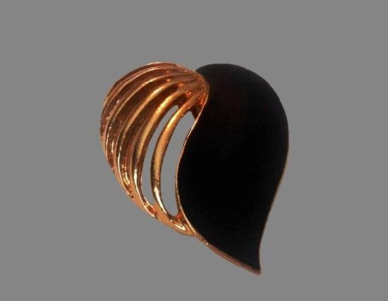 Black and gold heart leaf pendant