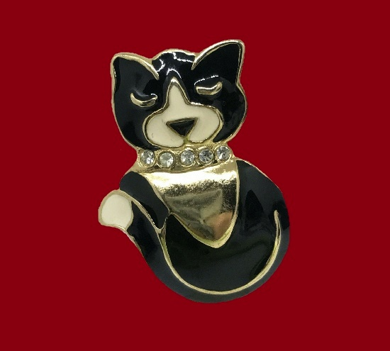 Black cat vintage brooch made by Egon Von Fustemberg for L'Oreal. Gold plated metal alloy, enamel, rhinestones. 4.7 cm. 1980s