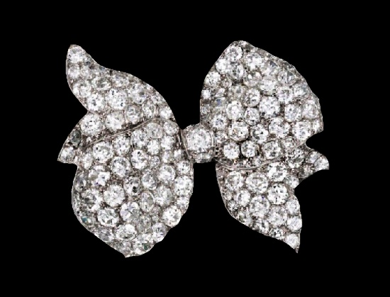 Bow brooch. Platinum, diamond. Circa 1930