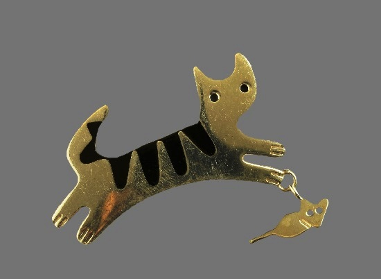 Cat and mouse charm brooch. Sterling silver, enamel.jp
