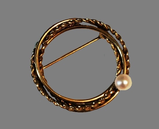 Circle pin. 14 K gold filled, faux pearl