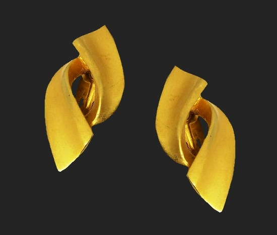 Clip on Earrings of gold tone