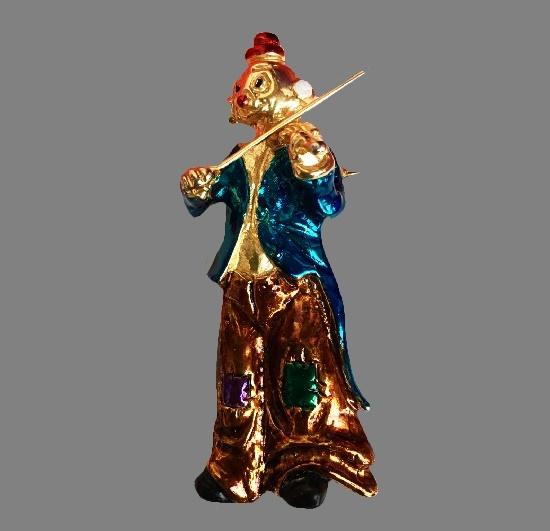 Clown playing the violin brooch. Gold tone metal. 7.8 cm. 1960s